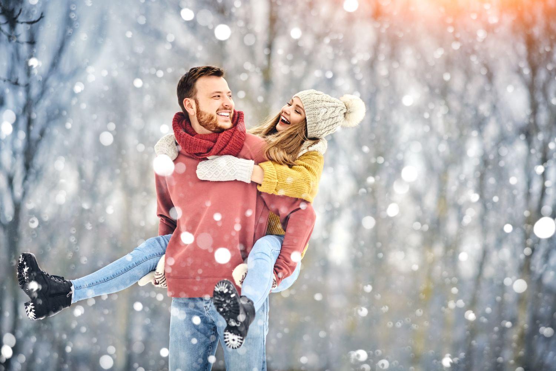 couple winter snowfall snow winter romantic